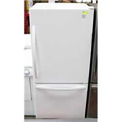 KENMORE WHITE BOTOM MOUNT FRIDGE