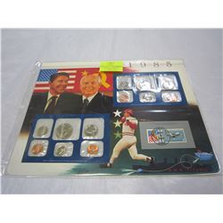 1985 USA UNCIRCULATED MINT SETS - 1 DENVER, 1 PHILADELPHIA, INTERNATIONAL COOPERATION STAMP