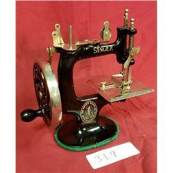 Vintage Singer Hand Crank Table Top Sewing Machine