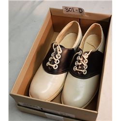 A Pair Of Size 5 Vintage Bowling Shoes