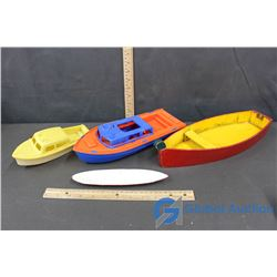 (4) Plastic and Wooden Toy Boats