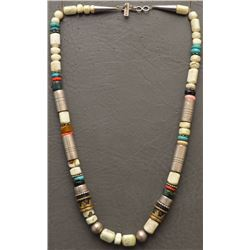 NAVAJO  INDIAN NECKLACE (SINGER)