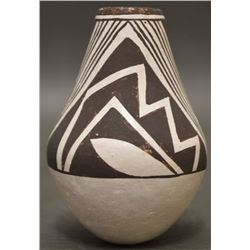 ACOMA INDIAN POTTERY VASE (LUCY LEWIS)