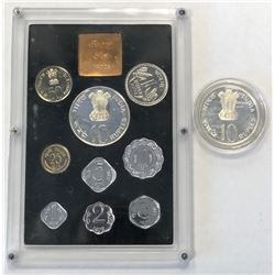 INDIA: Republic, Proof Set (9 pieces) & Proof coin, 1972. PF