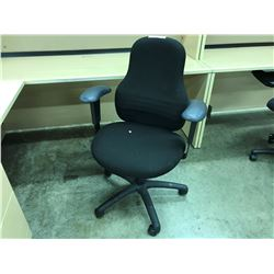 BLACK CLOTH MULTILEVER TASK CHAIR