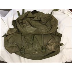CANADIAN MILITARY CF82 RUCKSACK PACK (MAIN COMPARTMENT AND 3 SMALL COMPARTMENTS)