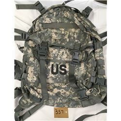 US MILITARY ISSUE BACK PACK ( ACU CAMO) *ZIPPER NEEDS REPAIR*