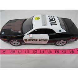 DIECAST MODEL ( 2006 DODGE CHALLANGER CONCEPT) 1:18 SCALE* (POLICE CAR)