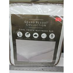 New Grand Resort Collection / Twin Cool Touch Mattress Pad / machine washable