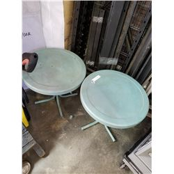 ROUND GREEN PLASTIC AND METAL PATIO END TABLE
