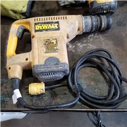 DEWALT DW 570 HAMMER DRILL TESTED AND WORKING