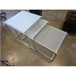 METAL 3PC GLASSTOP NESTING TABLE SET