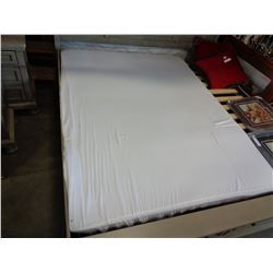 QUEENSIZE MATTRESS TOPPER
