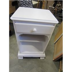 WHITE ONE DRAWER NIGHTSTAND AND MIRROR