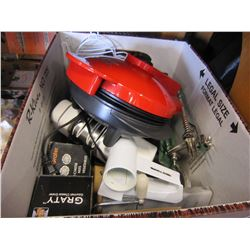 BOX OF KITCHEN ITEMS