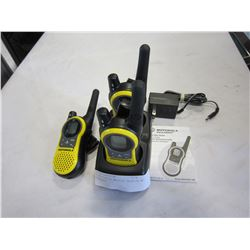 3 MOTOROLA WALKIE TALKIES W/ CHARGER
