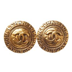 Chanel Gold CC Round Disk Logo Vintage Clip On Earrings