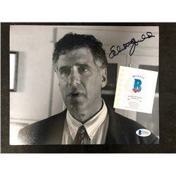 ELLIOT GOULD SIGNED 8 X 10 PHOTO (BECKETT COA)