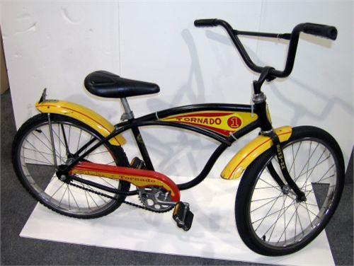 18494ba9069 Image 1 : Schwinn Black and Yellow Tornado Boys Bicycle 20