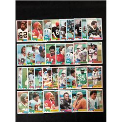 VINTAGE TOPPS FOOTBALL CARD LOT (30 CARDS)