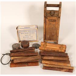 Wood Dynamite Box and Goodies   (90727)