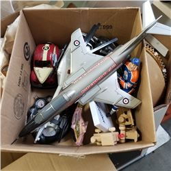 BOX OF VINTAGE TOYS - WAYNE GRETZKY FIGURE, AIR FORCE PLANE, ETC