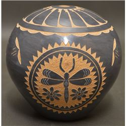JEMEZ INDIAN POTTERY SEED JAR ( L. YEPA)