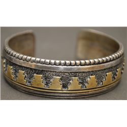NAVAJO INDIAN BRACELET ( SINGER )