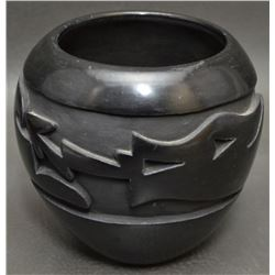 SANTA CLARA INDIAN POTTERY JAR (MIDA TAFOYA)