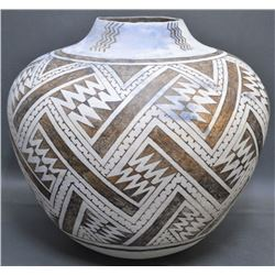 CONTEMPORARY COPY OF ANASAZI POTTERY OLLA