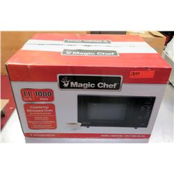 New Magic Chef 1000 Watts Microwave Oven in Box
