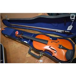 Modern Chinese made, student quality 3/4 sized violin with bow and bridge in fitted hard case