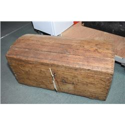 Pine dome-top settler's trunk with dovetail corners and original key, handles and candle shelf circa