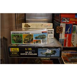Five unassembled model kits including four tanks, a SA 321 Super Frelon helicopter plus some soldier