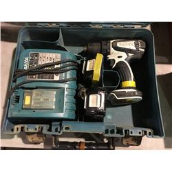 MAKITA 18V CORDLESS DRILL WITH 2 BATTERIES & CHARGER IN CASE
