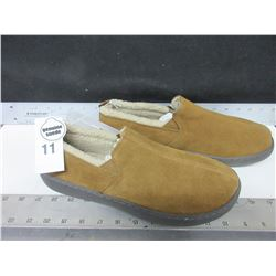 New Mossimo Genuine Suede Slippers / non marking sole size 11