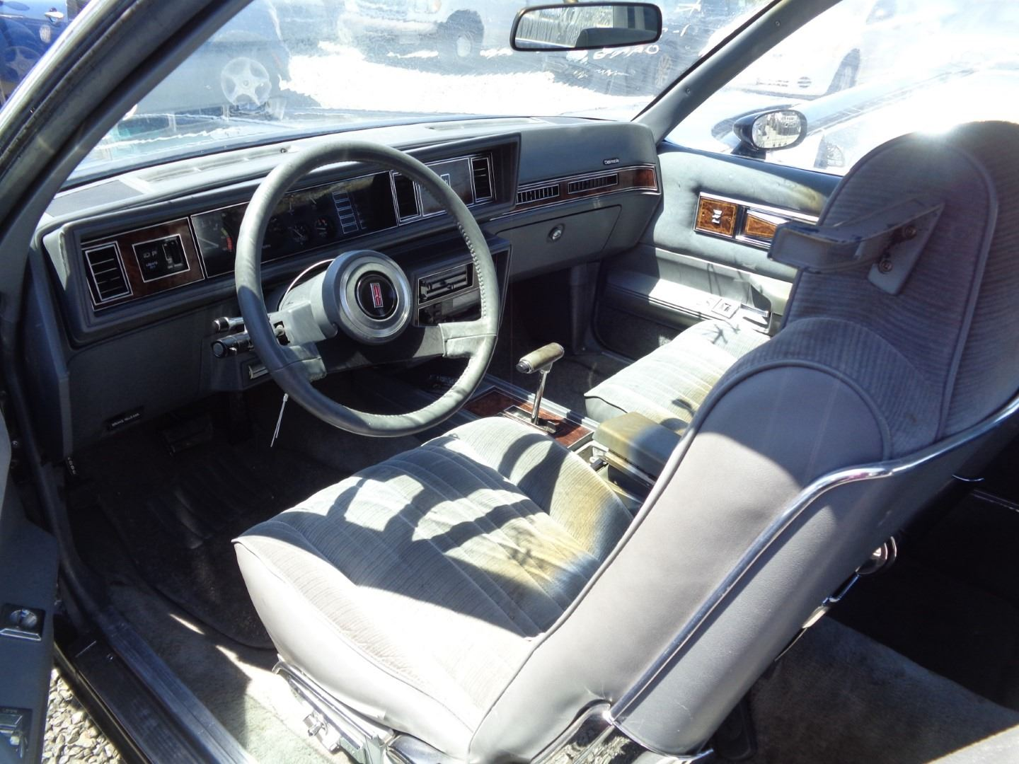OLDSMOBILE CUTLASS 1985 T-DONATION