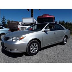 D5 --  2002 TOYOTA CAMRY LE , Grey , 284813  KM's