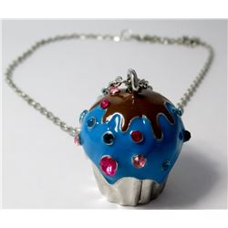 Fashion cupcake necklace