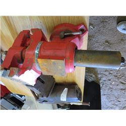 BENCH VISE (SWIVEL) *PIPE JAW*