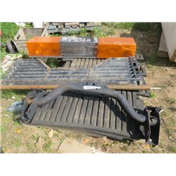 PALLET OF MISC ITEMS (AIR FLOW TAIL GATE, RECIEVER HITCH, BEACON LIGHTS, RUBBER MATTING,ETC)