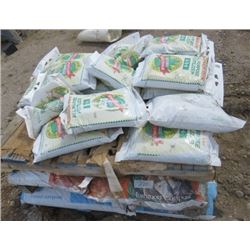 PALLET OF FERTILIZER (6-8-6) *10 BAGS OF FERTILIZER* (6 BAGS OF MUSHROOM COMPOST) *6 BAGS OF COMPOST