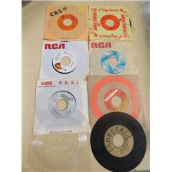 LOT OF RECORDS (SIZE 45) *BERT KAEMPFERT, BALLERINA BARBIE, HARRY CHAPIN ETC*