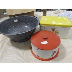 LOT OF 3 KITCHENWARE ITEMS ( BREAD PAN, BREAD BOX, CAKE PAN)