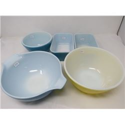 LOT INCLUDING 3 PYREX BOWLS AND 2 BUTTER DISHES