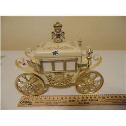 VINTAGE CARRIAGE MUSICAL JEWELRY BOX