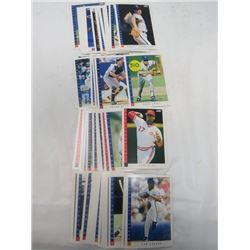 LOT OF ASSORTED BASEBALL CARDS (SCORE 1993)