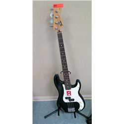 Fender Precision Base Squier Series (RM-Music)
