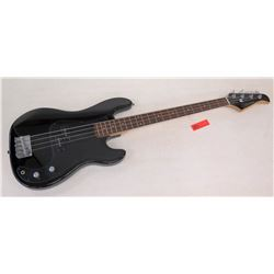 Silvertone Bass Guitar with Case (RM-Music)
