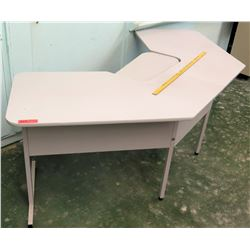 Kidney-Shaped Desk (RM-113)